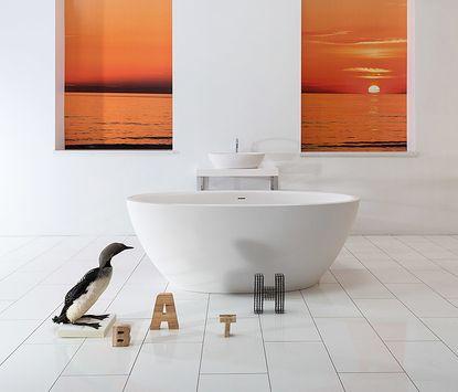 Vrijstaand bad midden in de ruimte