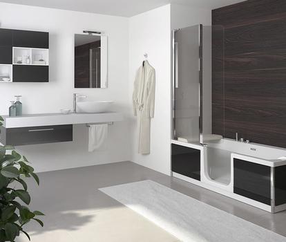 Comfort badkamer - bad en douche in één met glazen douchewand