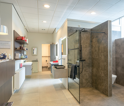 Sanitair- en Tegelhuis Steenbergen showroom badkameropstellingen