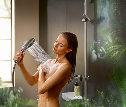 Natuurlijke badkamer met luxe douchesysteem