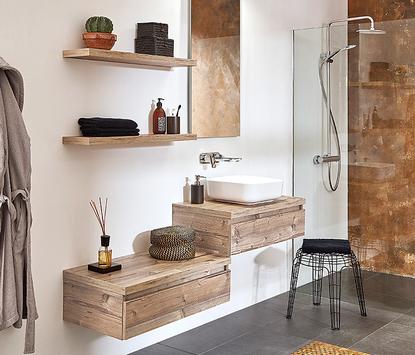 Natuurlijke badkamer met houten badkamermeubels
