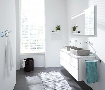 Natuurlijke badkamer met rechthoekige betonnen opbouwkommen