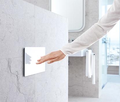 Comfort badkamer - toilet met handige bedieningsplaat