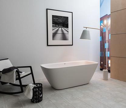 Moderne badkamer - vrijstaand bad met moderne vormen