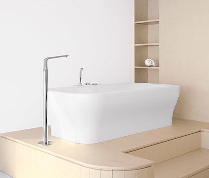 Moderne badkamer met vrijstaand bad en vrijstaande badkraan
