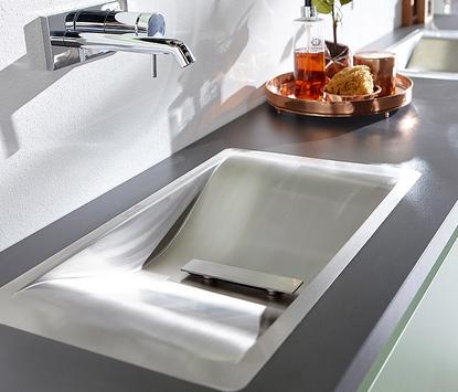 Moderne badkamer - wastafel met uniek rvs design