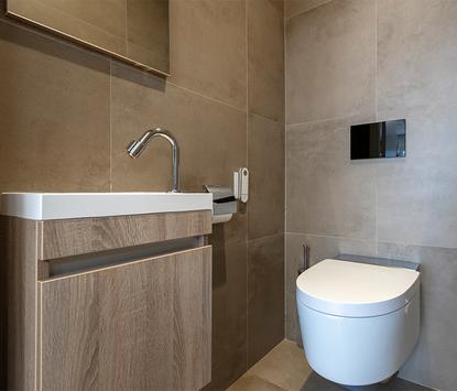 TC Couwenberg showroom toiletopstelling fonteinkraantje kast