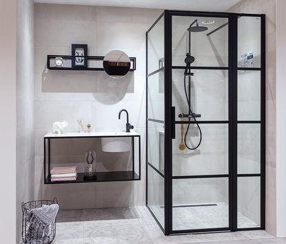 Verwijst Uden showroom badkameropstelling inloopdouche wastafelmeubel spiegelpaneel