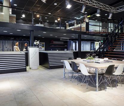 St Pieter Tilburg Showroom tafel tegelafdeling