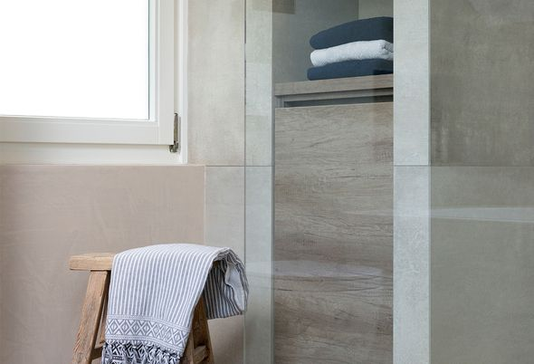 Badkamer Ideeen Fotos : Binnenkijken bij een kleine moderne badkamer in bergeijk baden