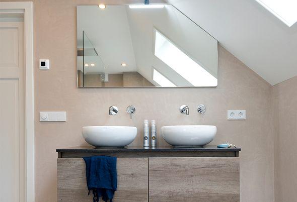 Maatwerk meubel en spiegel van Thebalux voor optimaal opberggemak - Badenplus