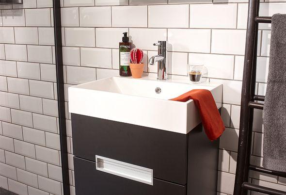 Trendy Kleuren Badkamer : Inspiratie voor zwart in de badkamer u van veen tegels sanitair