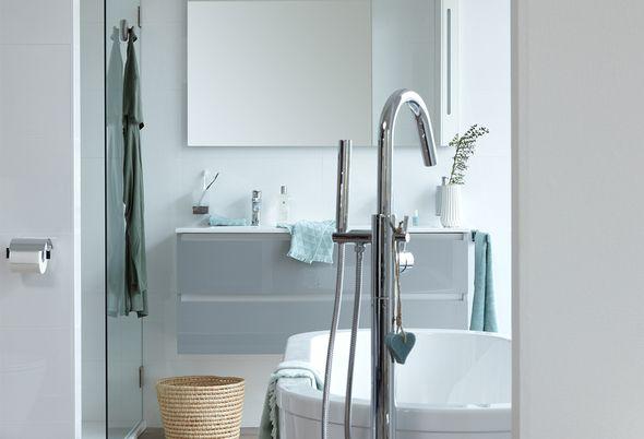 Scandinavische woonstijl in de badkamer - 1. Tegels in natuurlijke sfeer/Minimalistisch en ruimtelijk