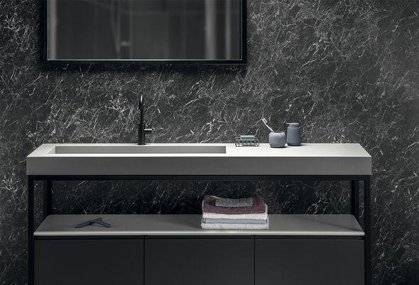 Industrieel: ideeën voor uw badkamer - 2. Badkamermeubel met gekleurde kranen/Radiator als statement