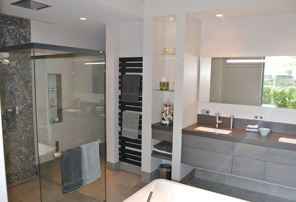 Grote badkamer in Helvoirt - Badkamermeubel met gebruiksgemak en Comfortabele verwarming