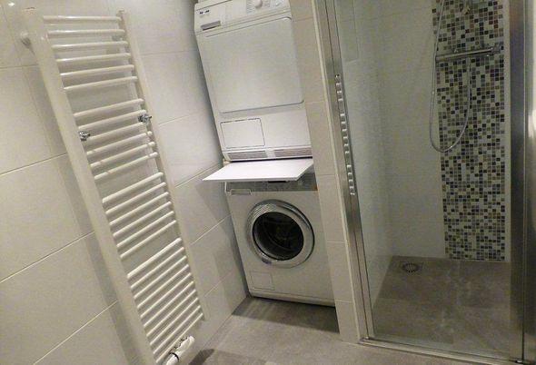 Wasmachine In Badkamer : Zelfgemaakte sokkel wastafel badkamer ruimte voor een wasmachine