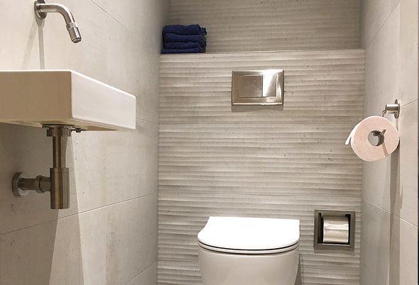Binnenkijken: Moderne badkamer in Dokkum - Sphinx toilet en meer informatie of advies