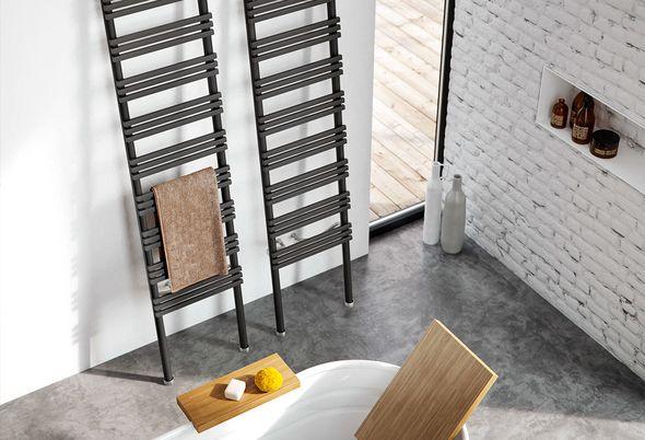 Industrieel: 5x ideeën voor je badkamer - 2. Badkamermeubel met gekleurde kranen/Radiator als statement