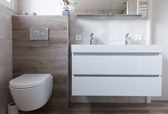 Warme badkamer in Beuningen - Inloopdouche en toilet
