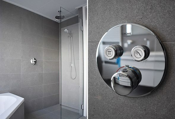Moderne familie badkamer in Uithoorn - Inloopdouche en opbergruimte