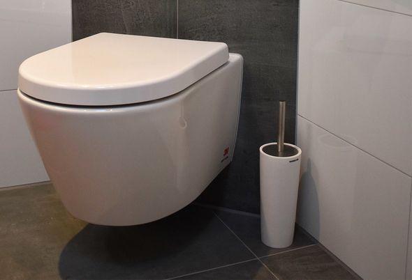 Ruimtelijke badkamer in Mijdrecht - zwevend toilet en meer informatie