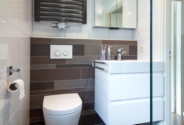 Kleine badkamer in Waalwijk - Warme uitstraling in de badkamer