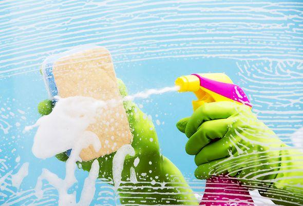 De badkamer schoonmaken: zo maak je het leuk! - Muziek en onderhoudsvrije producten