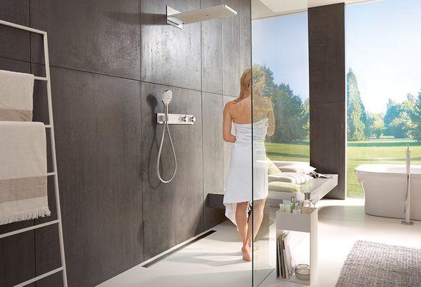 Grote badkamer indelen - Grote badkamer met inloopdouche en ontwerp