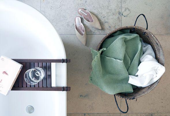 zo richt je een natuurlijke badkamer in - hout en natuurlijke accessoires