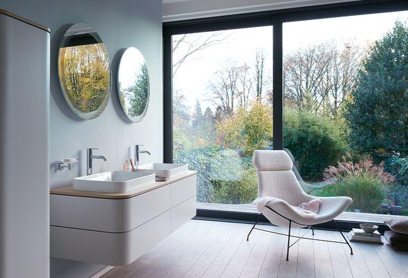 Moderne badkamer inrichten - Alles bij de hand in de innovatieve moderne badkamer