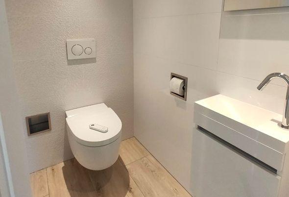 Kleine badkamer in Breukelen luxe ingericht - Glazen schuifwand voor douche
