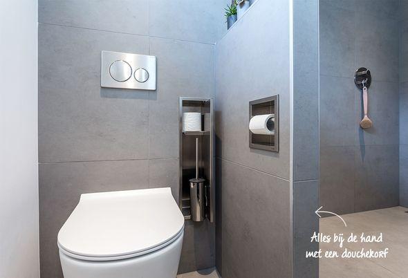 Binnenkijken in een luxe kleine badkamer - toilet met privacy en slimme opbergruimte