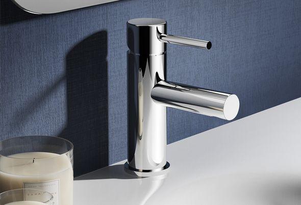 Onderhoudstips voor je badkamer - spiegels en kranen schoonmaken