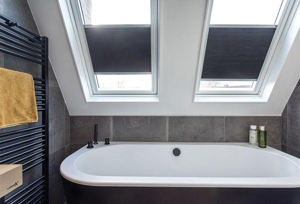 Binnenkijken bij een badkamer met zwart sanitair in Woerden (Astra en Badenplus) - afbeeldingen