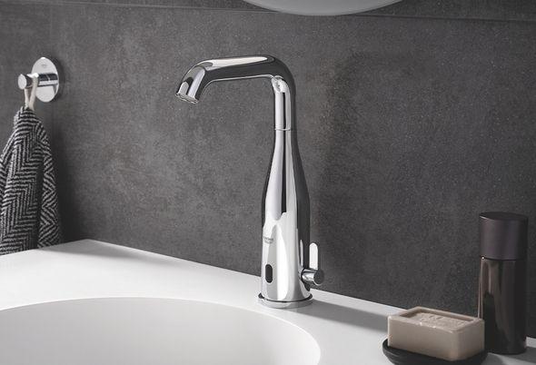 9 tips voor meer hygiëne in de badkamer - 9 Handsfree de kraan bedienen