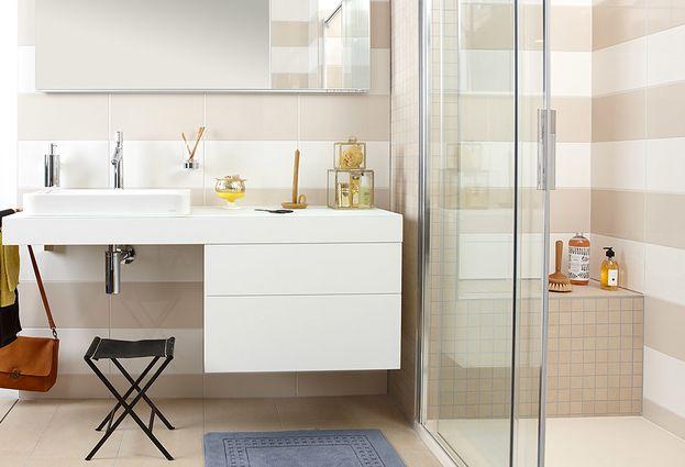 Comfort badkamer met zitje in douche en bij wasmeubel