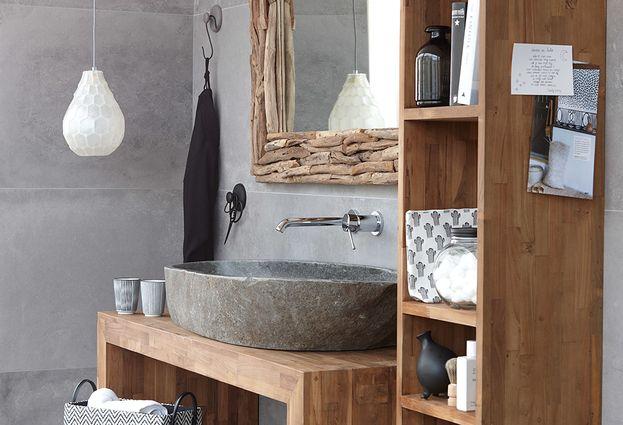 Maatwerk badkamermeubel van hout met natuurstenen opbouwkom