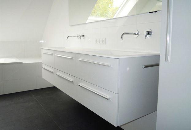 Badkame Voor Woonplaats : Badkamer met schuin dak in vught badkamerid