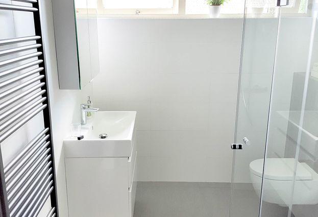 Badkame Voor Woonplaats : Moderne badkamer in houten aangenaam badkamers