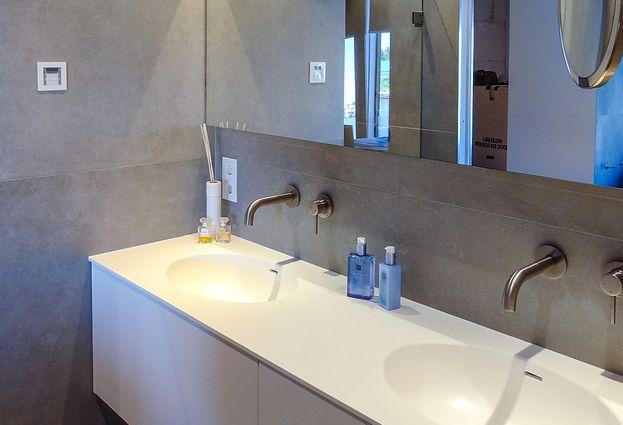 Moderne badkamer met technische snufjes in harderwijk de wilde