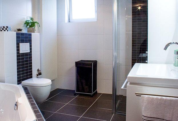 Badkamertegels Zwart Wit.Zwart Wit Badkamer In Kaatsheuvel Hoefnagel Tegels