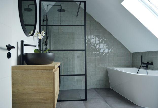 Industriële badkamer in Halsteren - samenvatting