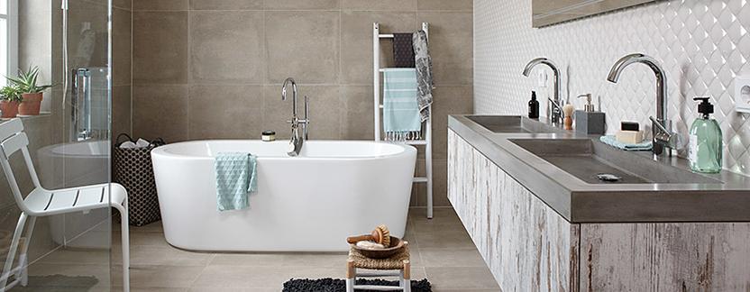 Luxe badkamer met vrijstaand bad