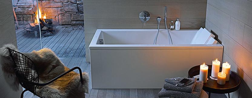 Natuurlijke badkamer rechthoekig bad met kaarsen