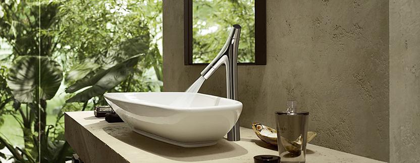 Natuurlijke badkamer - wasbak en kraan met organische vormen