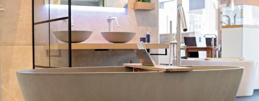 Welbie Badkamers showroom badkameropstelling ligbad vrijstaand wastafelmeubel