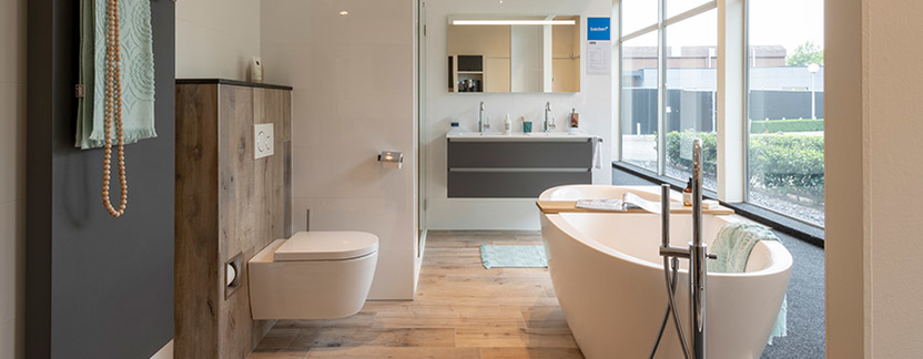 Aangenaam Badkamers showroom ligbad toilet badkamermeubel