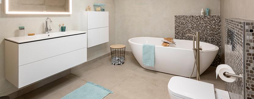 TC Couwenberg showroom badkameropstelling vrijstaand ligbad wastafelmeubel toilet