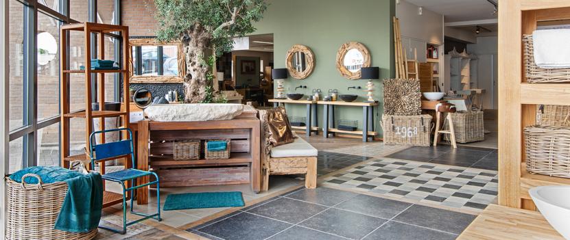 Hamer Badkamers showroom badkamer teak houten badkamermeubelen