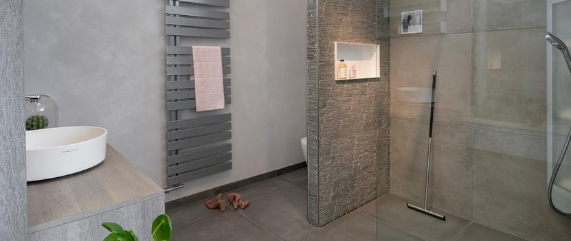 Van der Meulen Badkamers showroom badkameropstelling inloopdouche wastafel